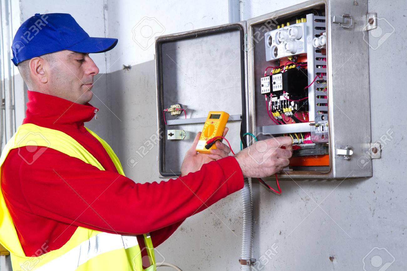 electrician Banque d'images - 37653630