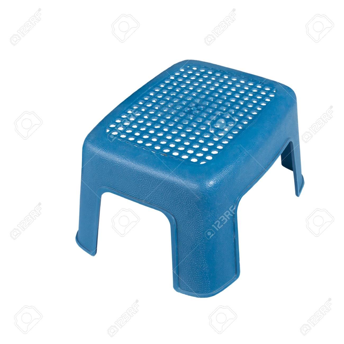 Blu sedia di plastica isolato su sfondo bianco