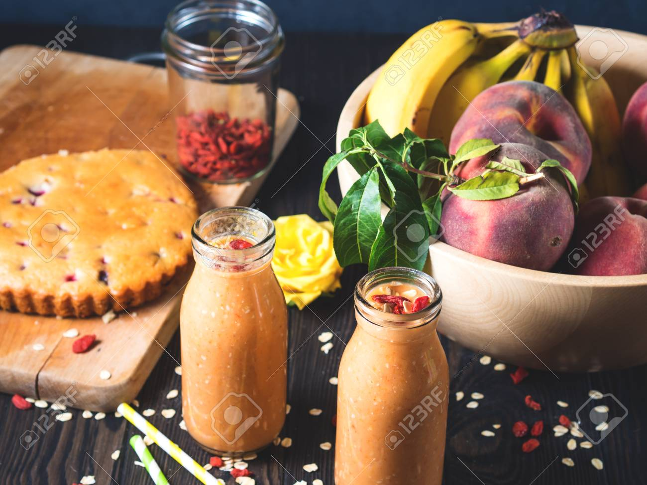 Kurbis Banane Und Pfirsich Vegan Smoothie Mit Sojamilch Sesam