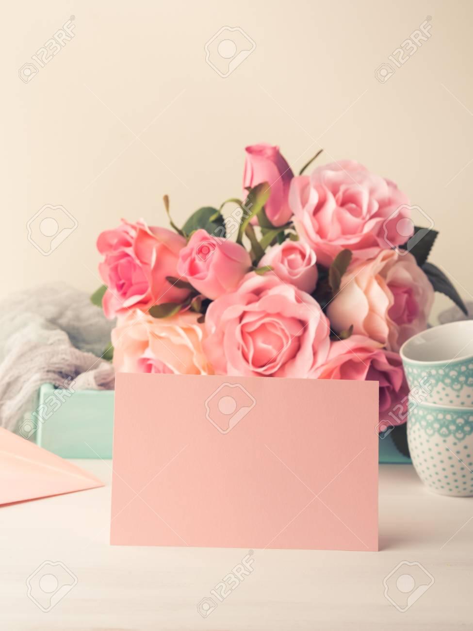 Tarjeta De Papel Rosa En Blanco Para El Día De San Valentín O Madre De La Mujer Invitación Romántica De La Fecha Del Cumpleaños Del Bebé De La Boda