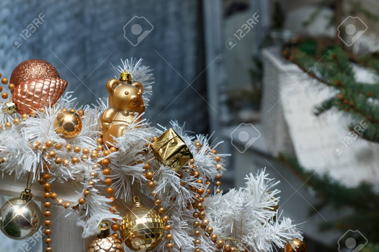 Christmas golden balls and toys and white garland decorations Standard-Bild - 90840004