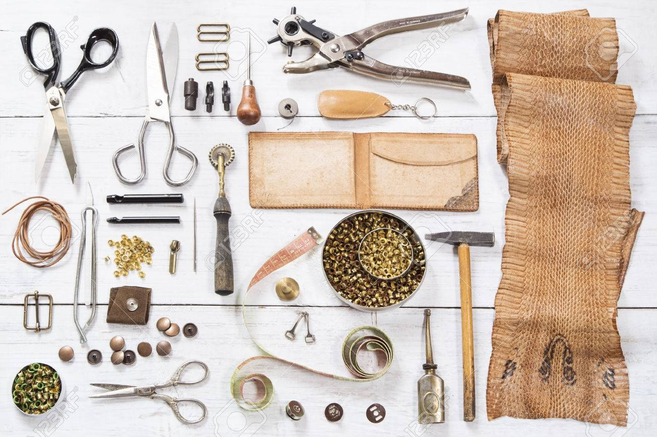 Leather craft tools and the snake skin - 39543300