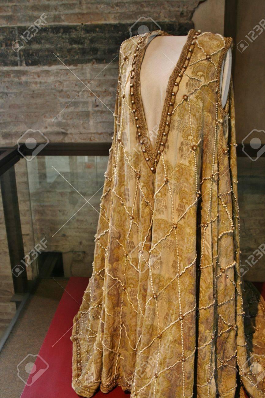 Medieval renaissance clothing dress gown