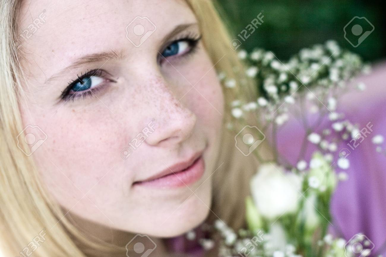 woman rest on the green grass Stock Photo - 4799708