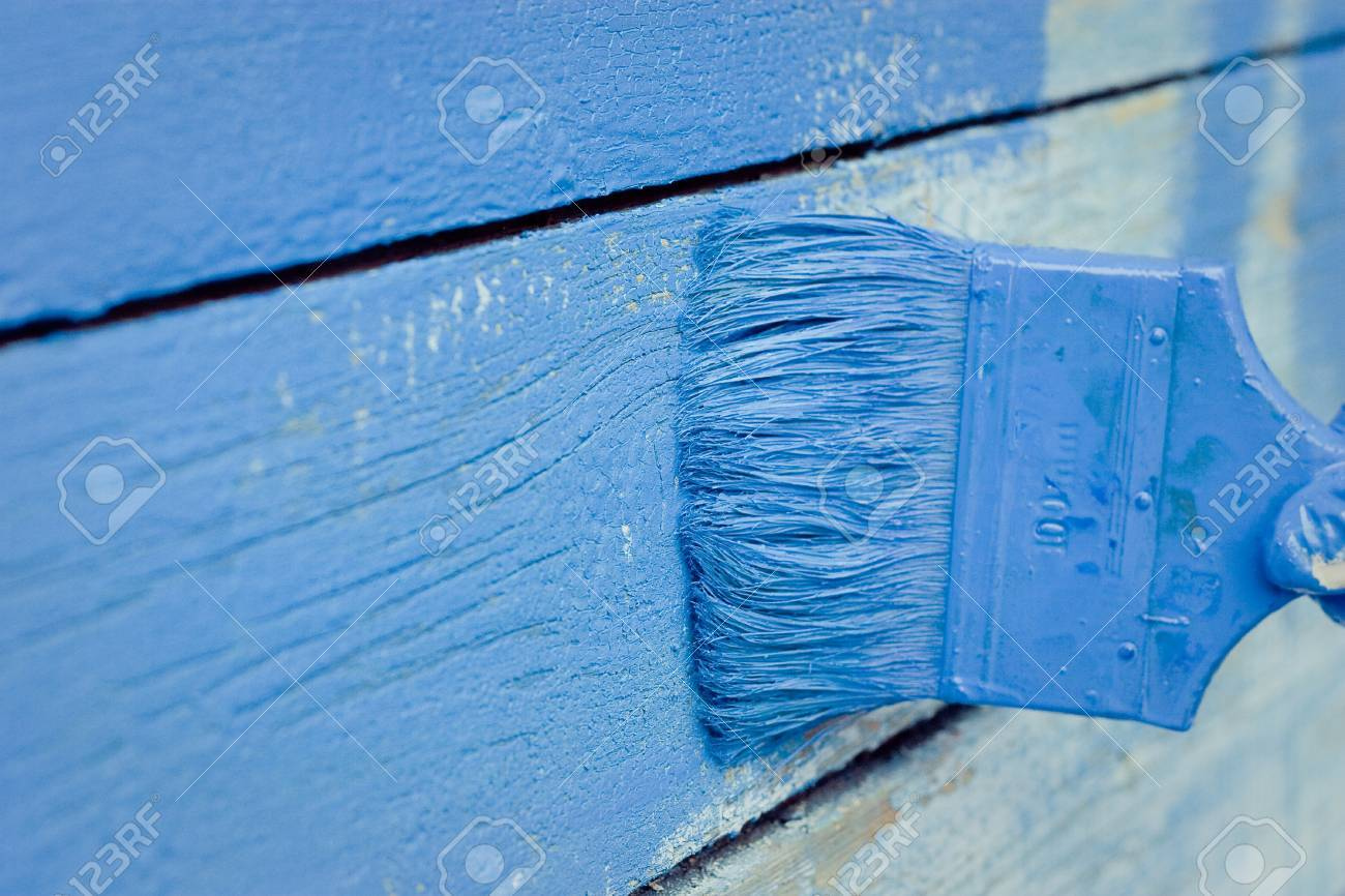 hand painting blue wooden wall - 20012204
