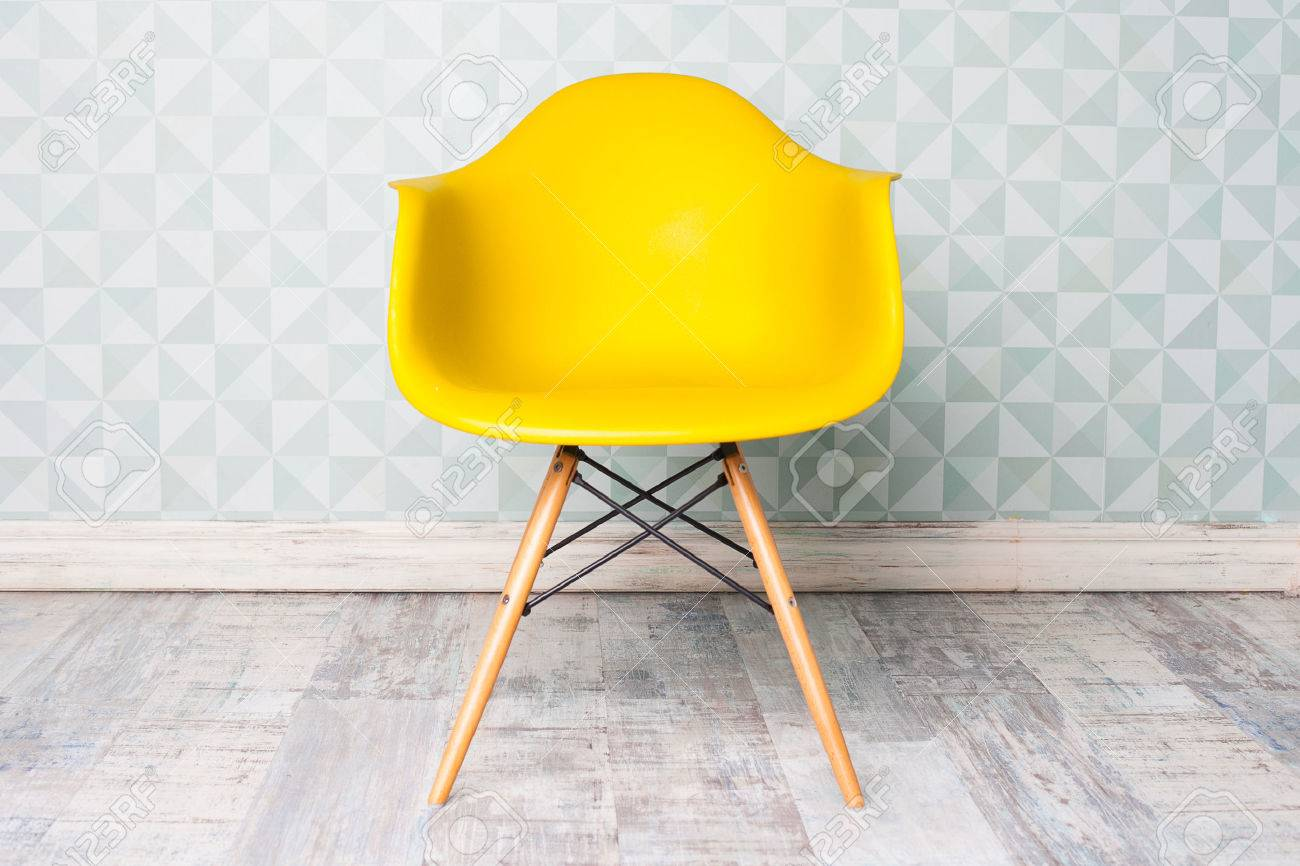 Superbe Modern Yellow Chair In Room Stock Photo   49072968