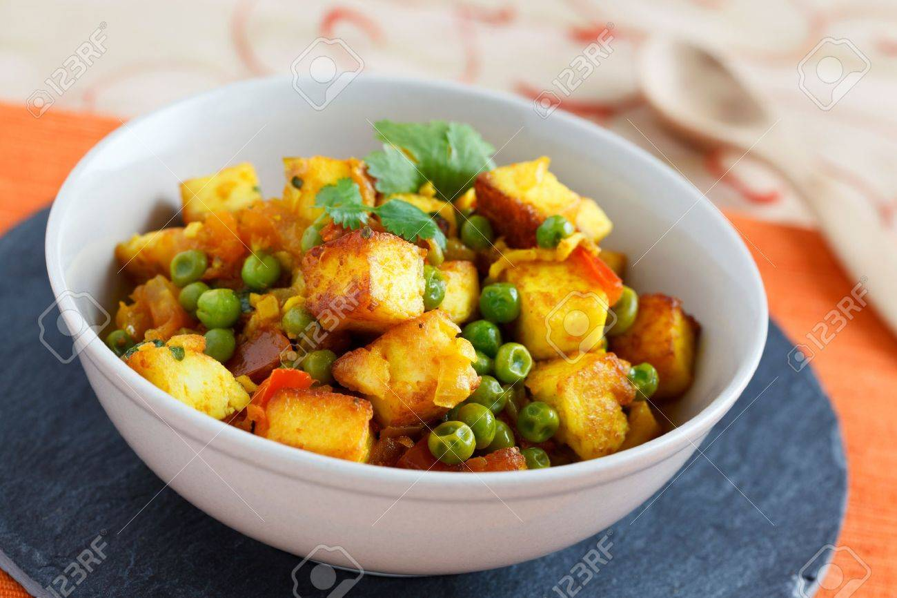 Image of mattar paneer, an Indian vegetarian dish with  paneer and peas in a spicy sauce. Stock Photo - 10574147