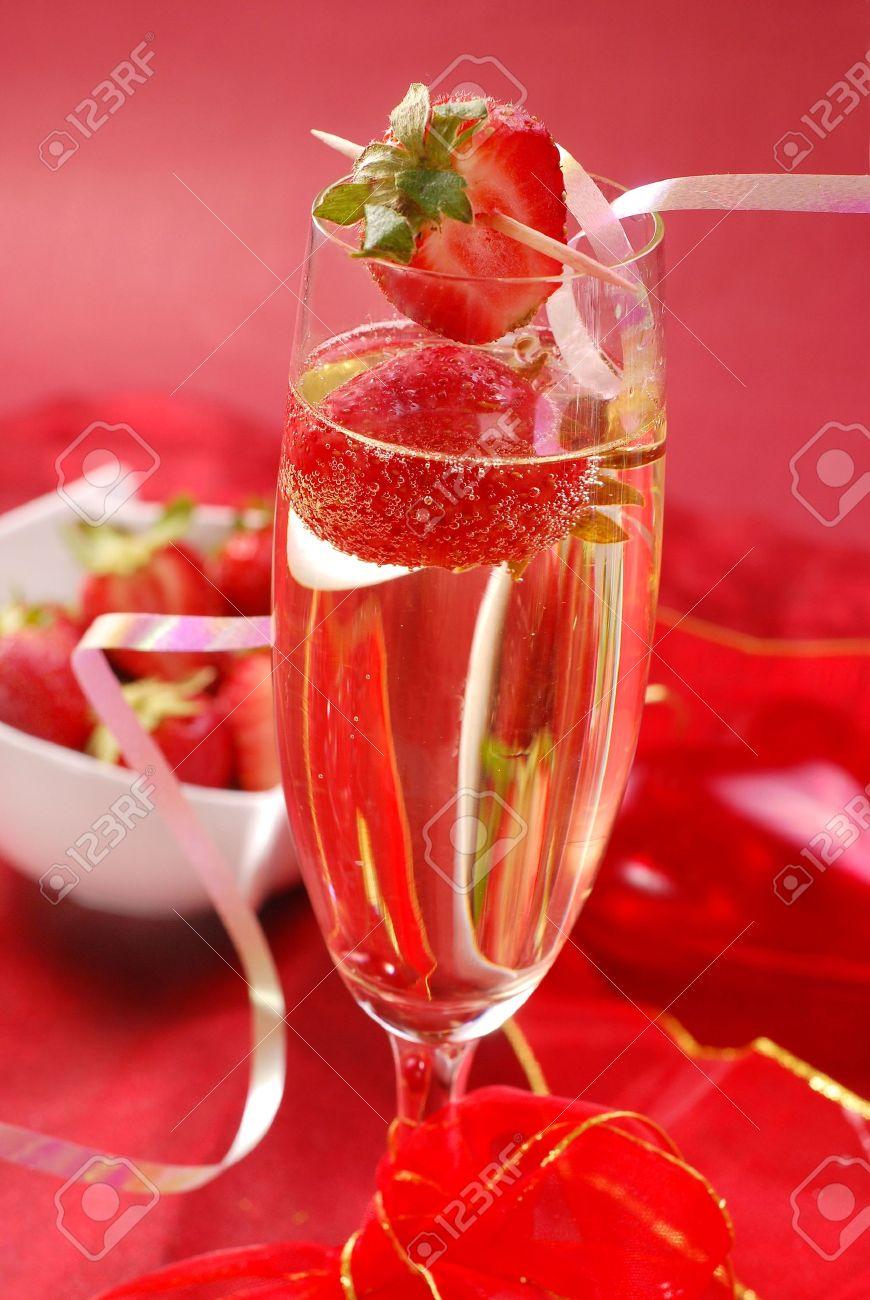 Клубника цветы шампанское