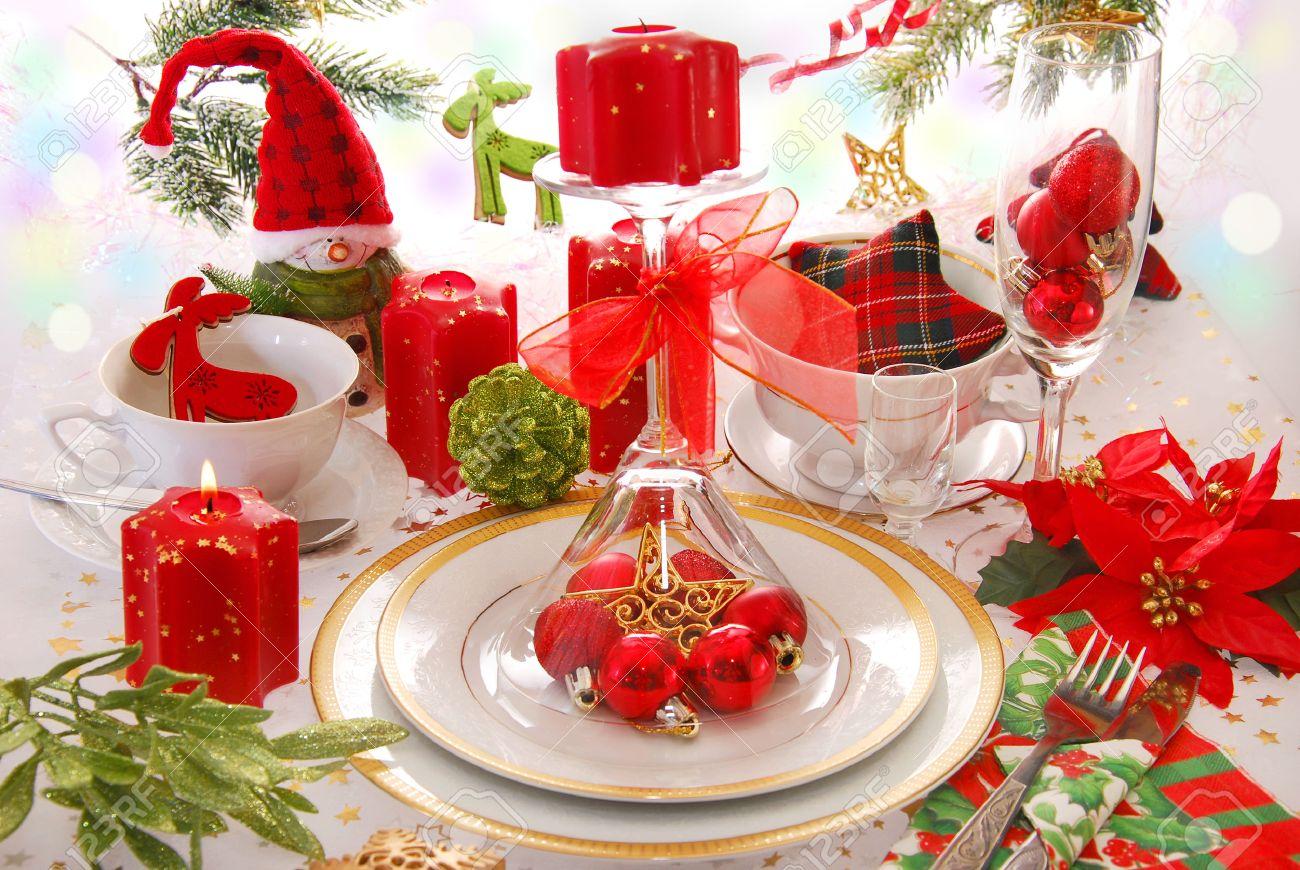 Elegante Tischdekoration Weihnachten In Rot Grün Weißen Farben Mit