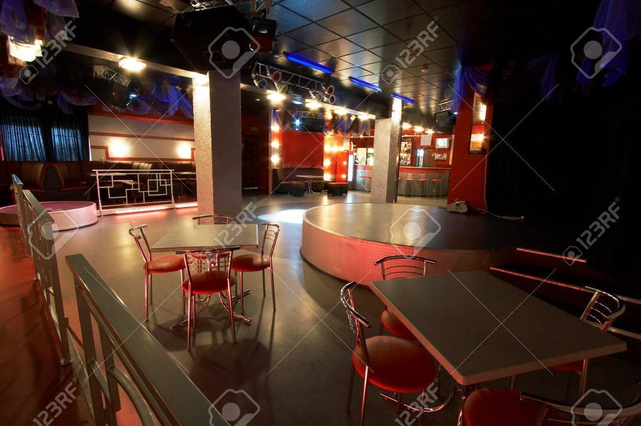 Moderne Keukentafels En Stoelen.Tafels En Stoelen In Een Moderne Nacht Club Royalty Vrije Foto