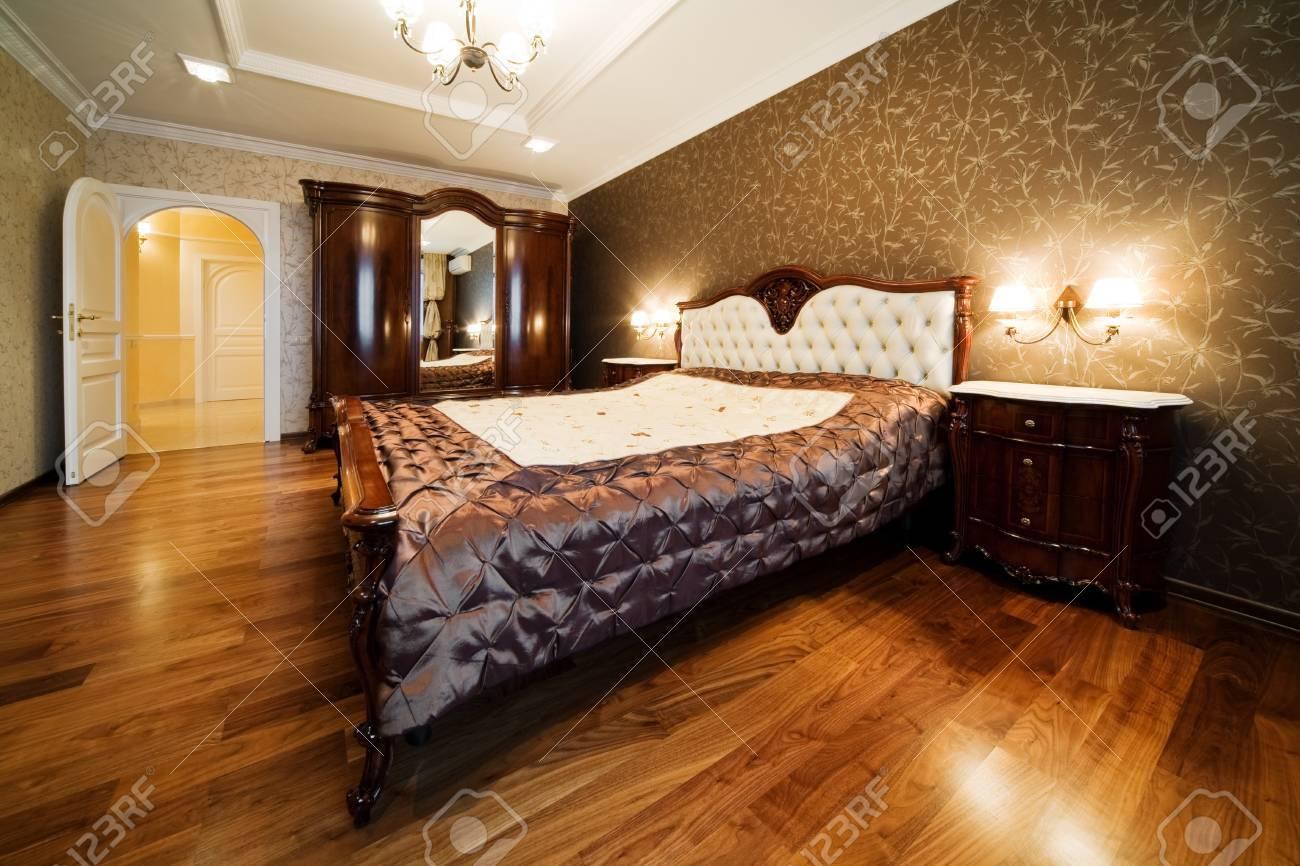 Schöne Große Zimmer In Einem Modernen Schlafzimmer Standard Bild   4409479