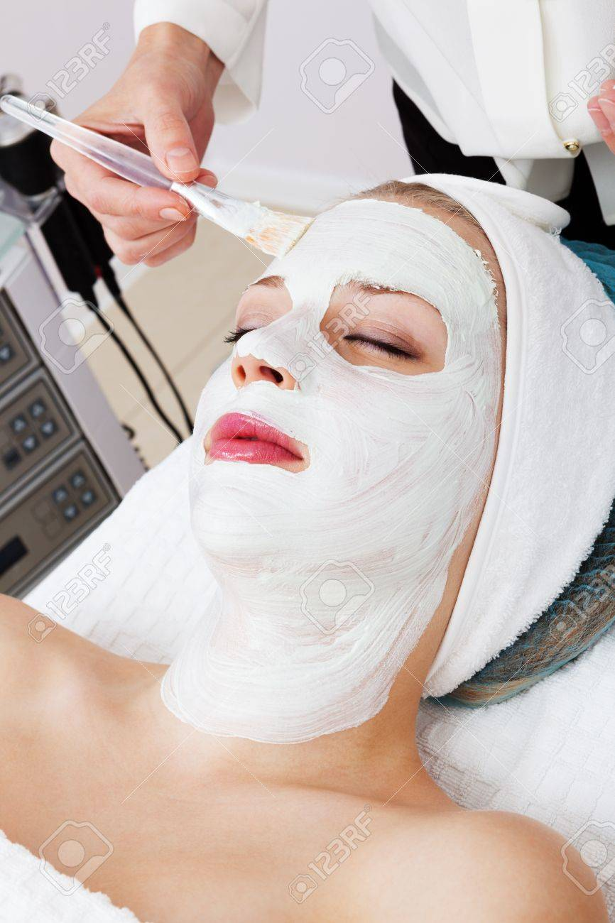 laying of cosmetic masks in modern beauty salon Stock Photo - 13224035
