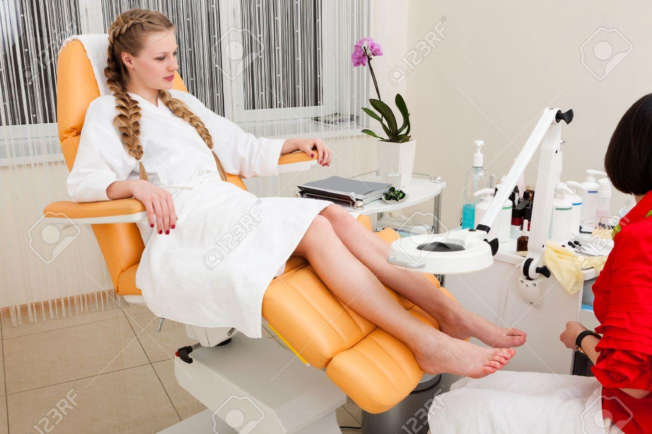 beautiful girl in a modern beauty salon Stock Photo - 13298444