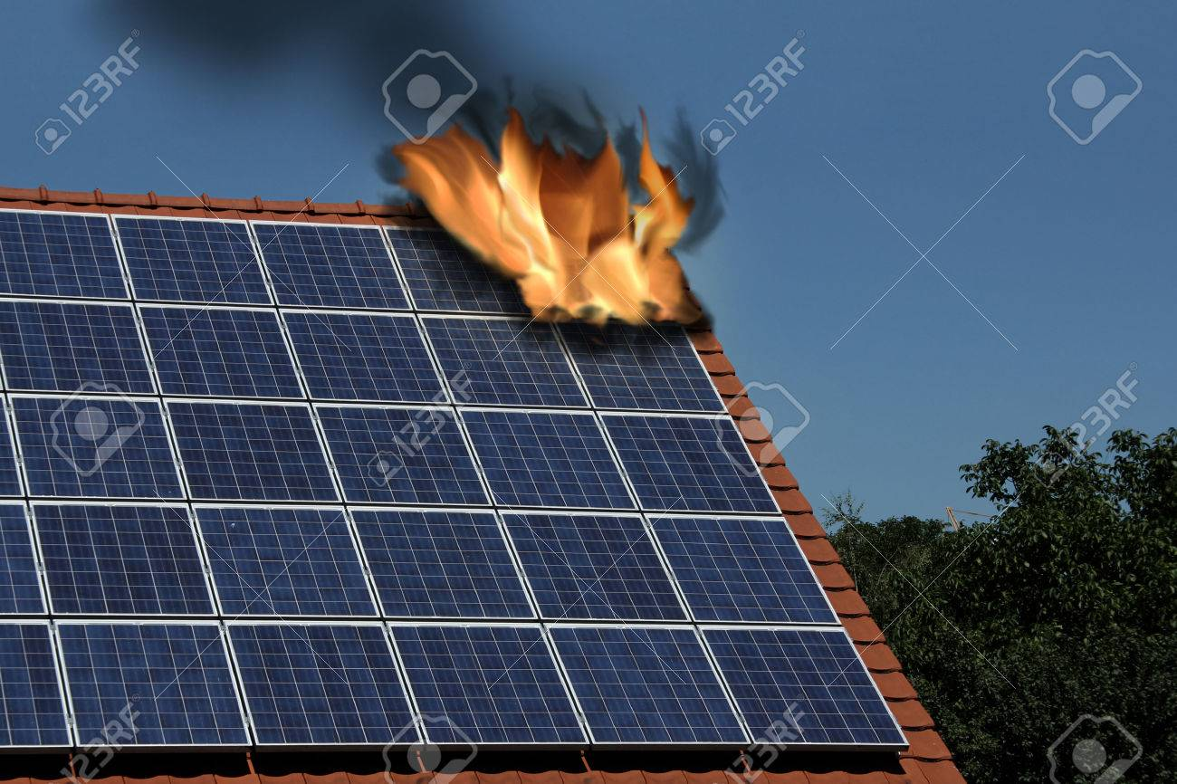 Solar and photovoltaik, insurance - 32945736