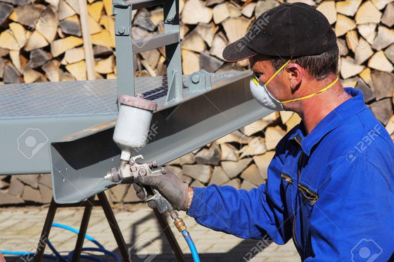 Working with paint spray gun - 66883941