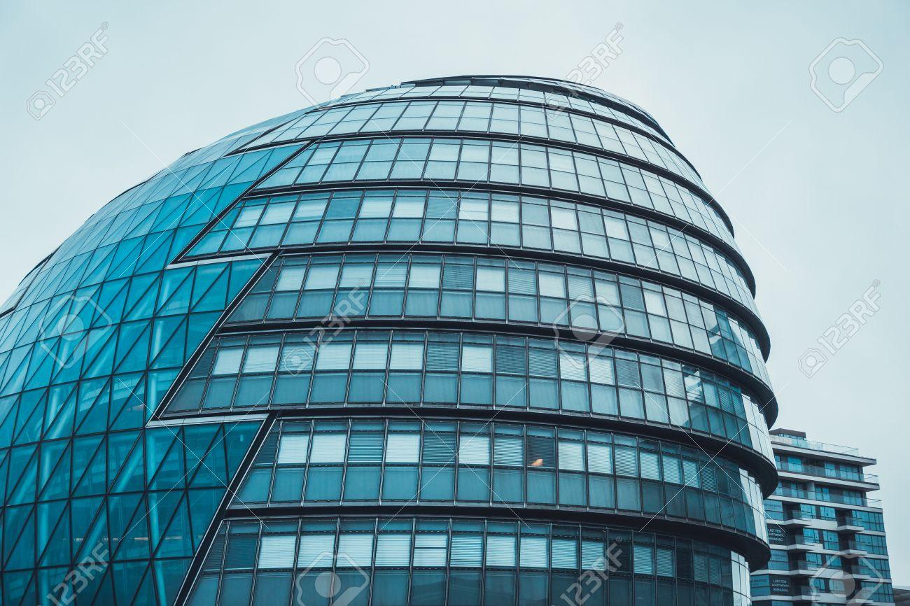 L architecture moderne incurvée avec la façade en forme de dôme d