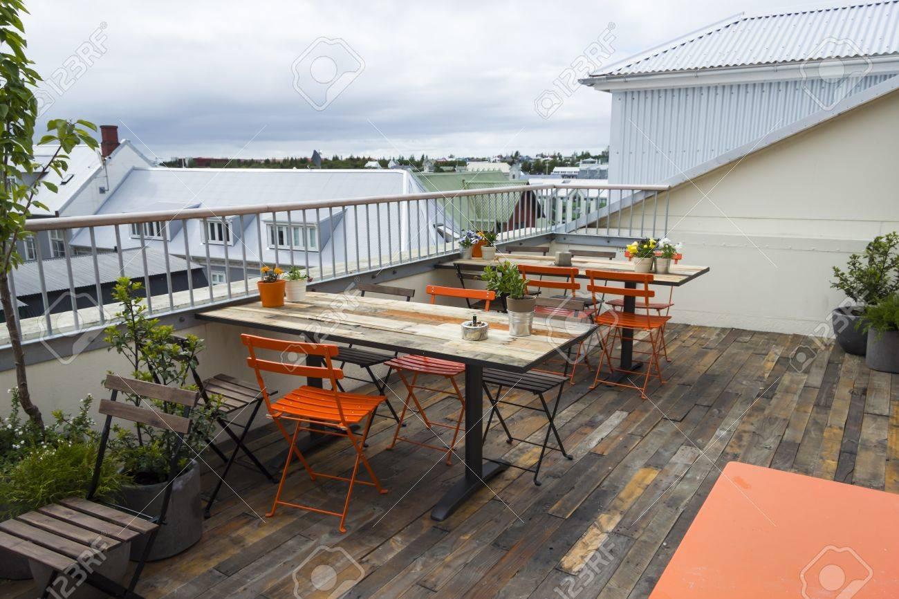 Moderno Interior Del Café Durante El Día Decoración Moderna Y Sencilla En La Terraza