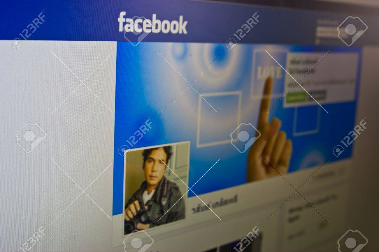 Thailand -24 is February  : face book be community network that a Thai likes to play last highly since  a child until old people is a place where has narcotic trading until every kind goods , at 24 February 2013 Thailand Stock Photo - 18831916