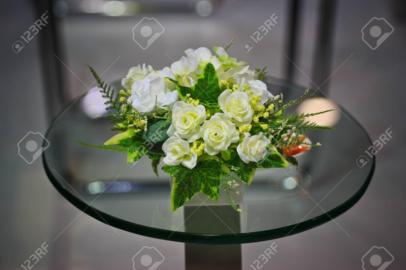 Blumen Fur Den Tisch Lizenzfreie Fotos Bilder Und Stock Fotografie