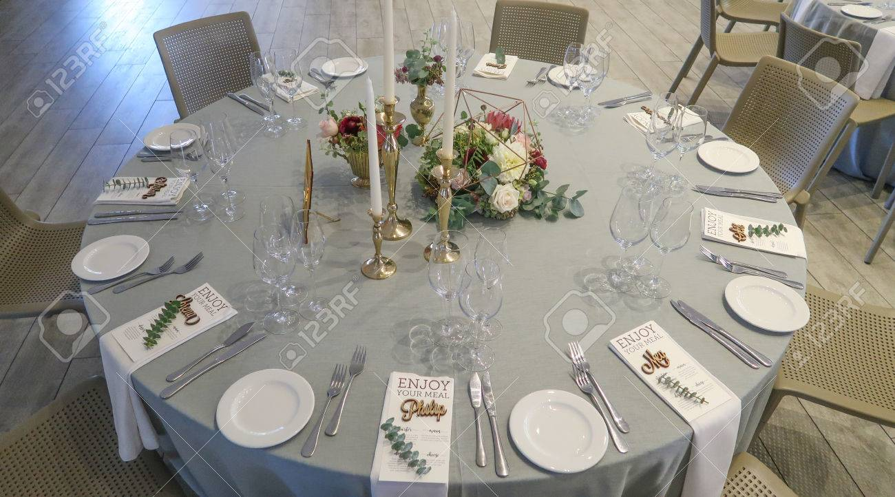 Circle Silver And White Themed Wedding Reception Banquet Table - Banquet table layout design