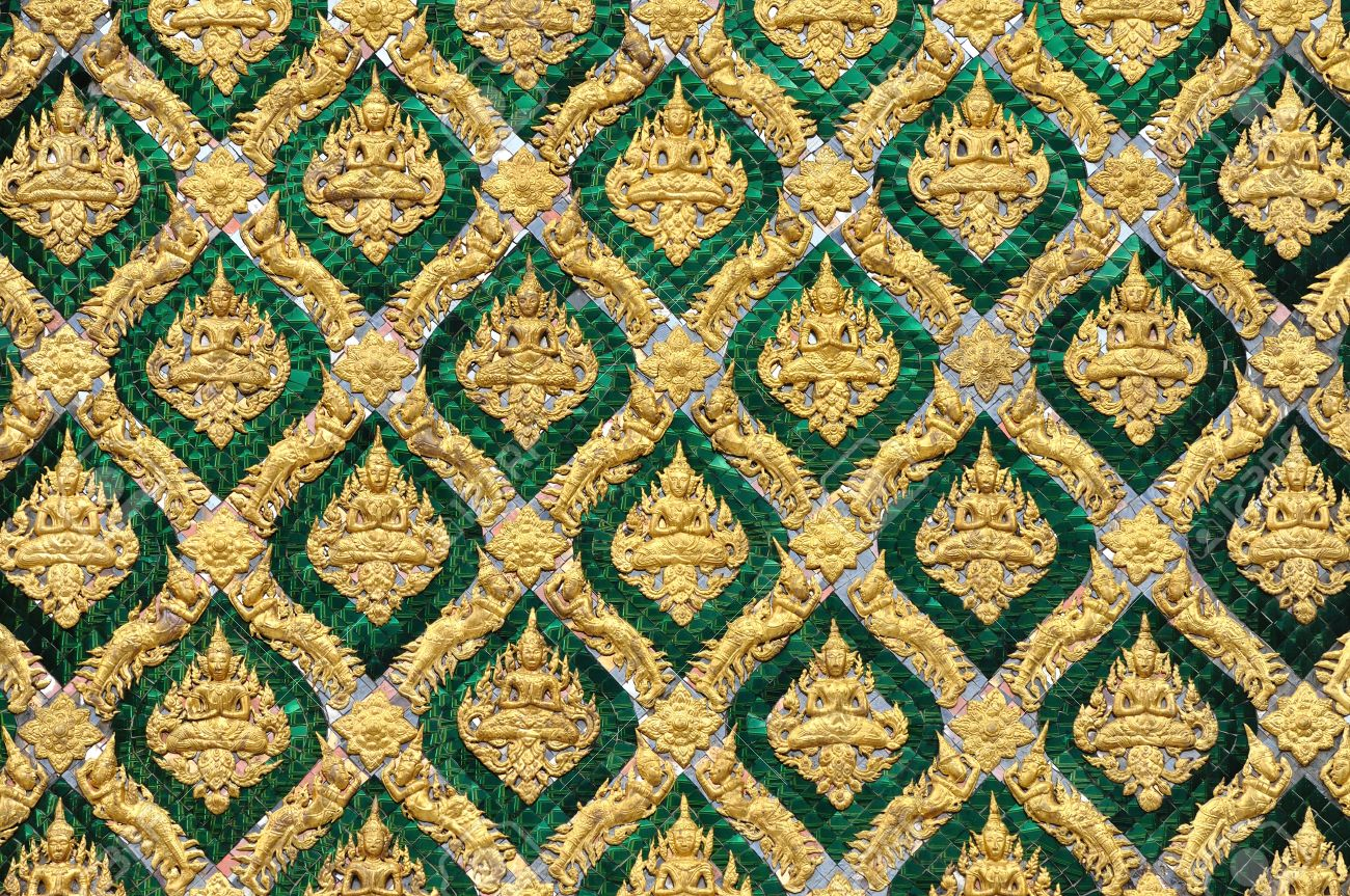 Pattern of traditional Thai art decorated on mirror tile in Royal palace, Bangkok, Thailand. Stock Photo - 10309020