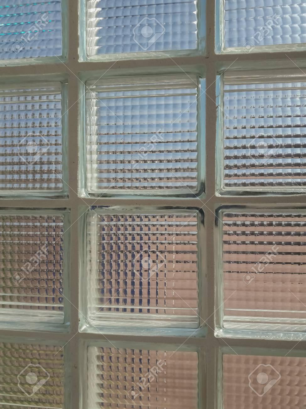 Wände Aus Glasbausteinen Lizenzfreie Fotos, Bilder Und Stock ...