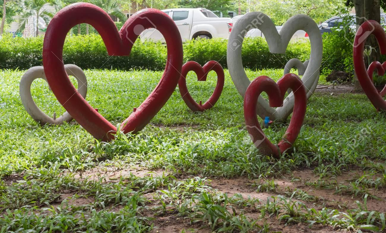 Statue of heart for garden decoration lizenzfreie fotos bilder und