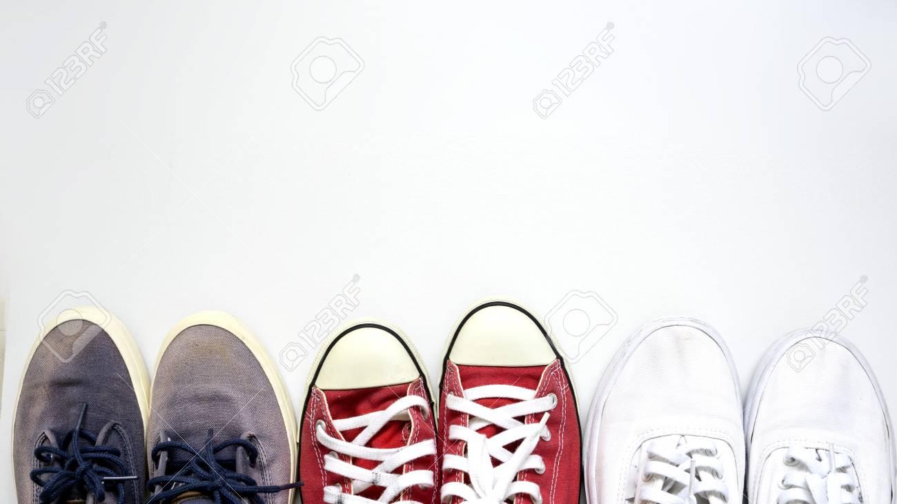 写真素材 , 灰色の赤と白の靴は白い背景の上です。