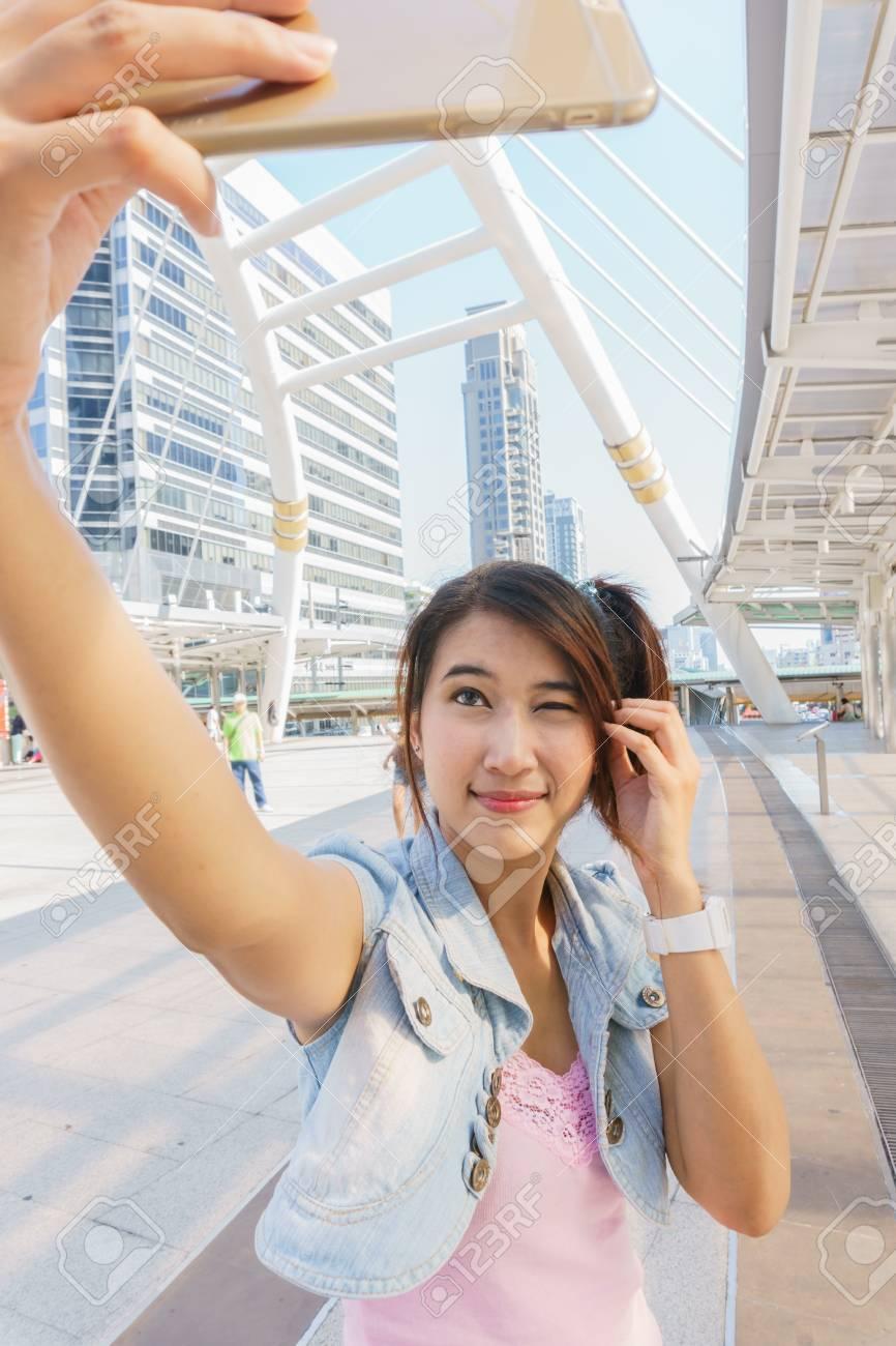 heißes asiatisches mädchen selfie