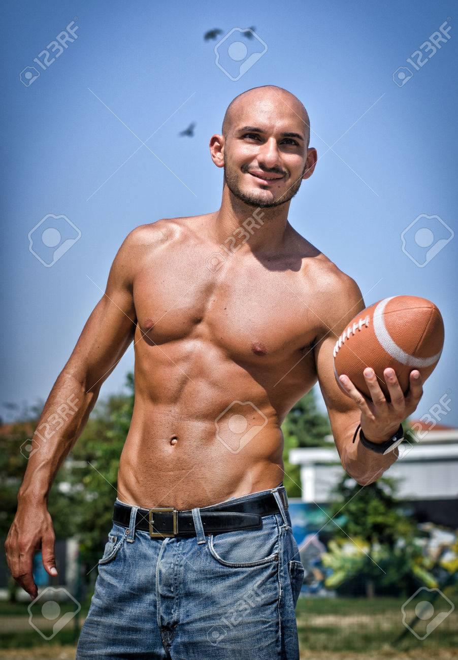 Футболисты которые появились голыми на людях 2 фотография