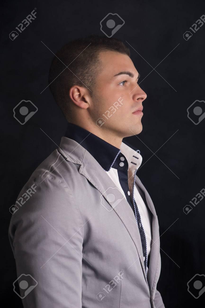 Le Beau Chemise Voir Jeune De Avec La Homme Et L'élégant La Profil wpwYHqdxU