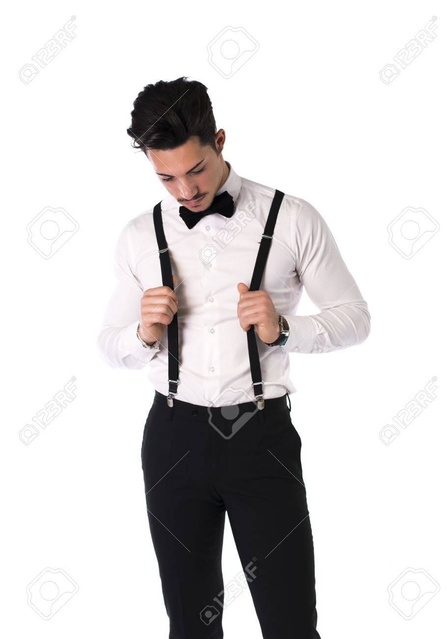 62f3c11eed087 Banque d'images - Beau jeune homme élégant avec le costume, noeud papillon  et bretelles, isolé sur blanc