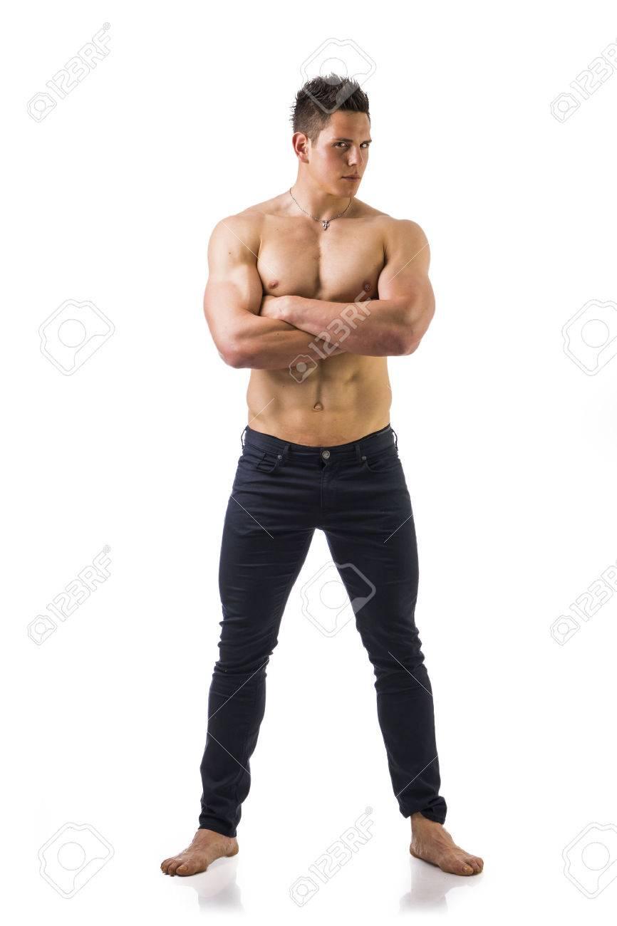 In Voller Länge Schuß Des Muskulösen Mit Nacktem Oberkörper Junger ...