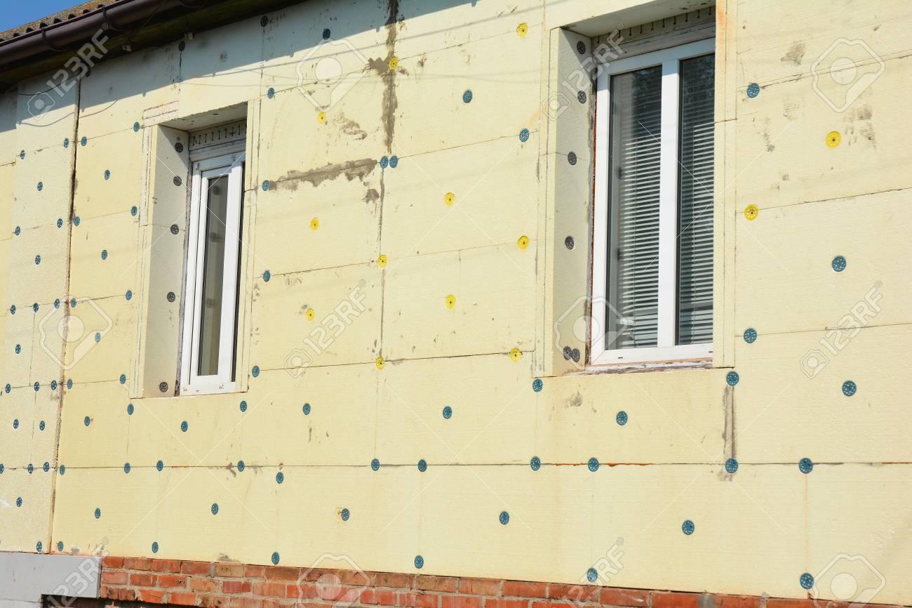 Schliessen Sie Oben Auf Aussenhaus Wand Isolierung Mit Blatt