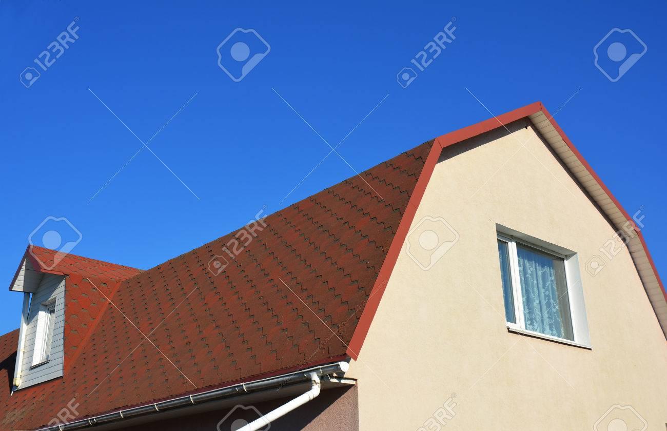 Extérieur Maison Attic Dormer Fenêtre Et Construction De Toiture ...