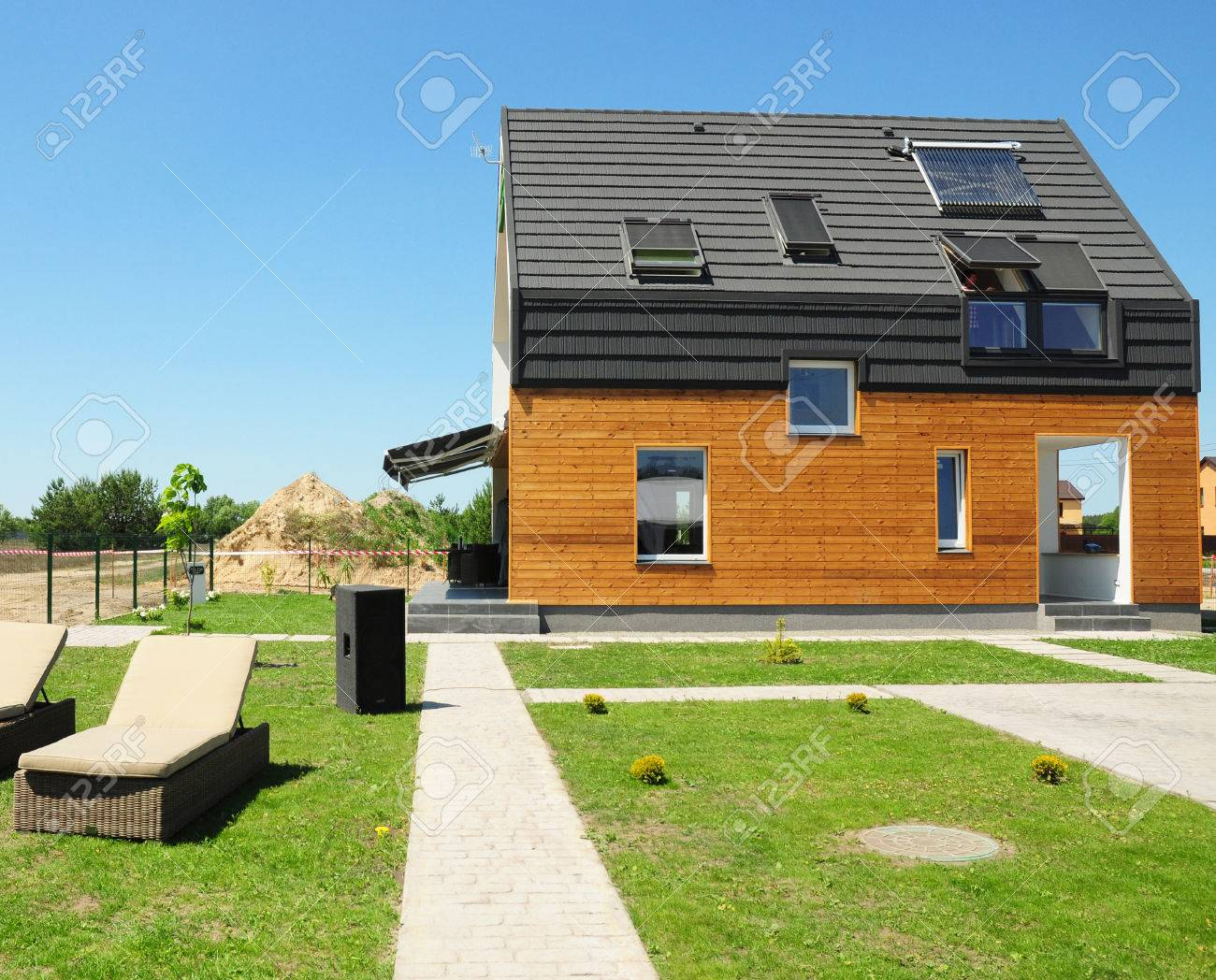 Modern House Construction Solar Water Heating SWH Systems Stock