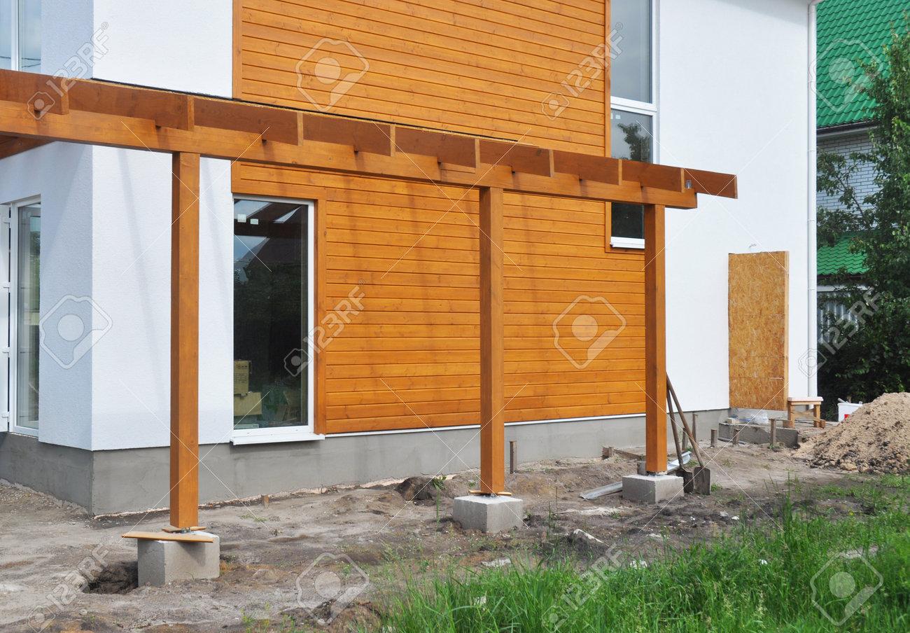 Contemporaine extérieur grenier maison moderne maison avec terrasse de bois  terrasse allée de terrasse