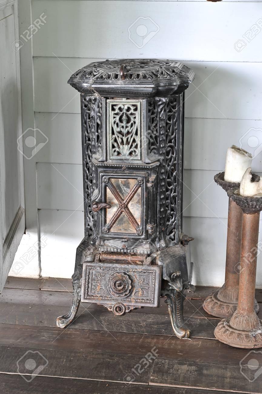 Antique stove Stock Photo - 18301886