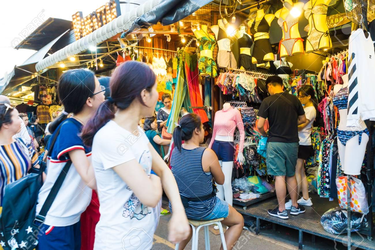 Bangkok Thailand Feb 5 2017 Foreign Tourist Buys Some Thai