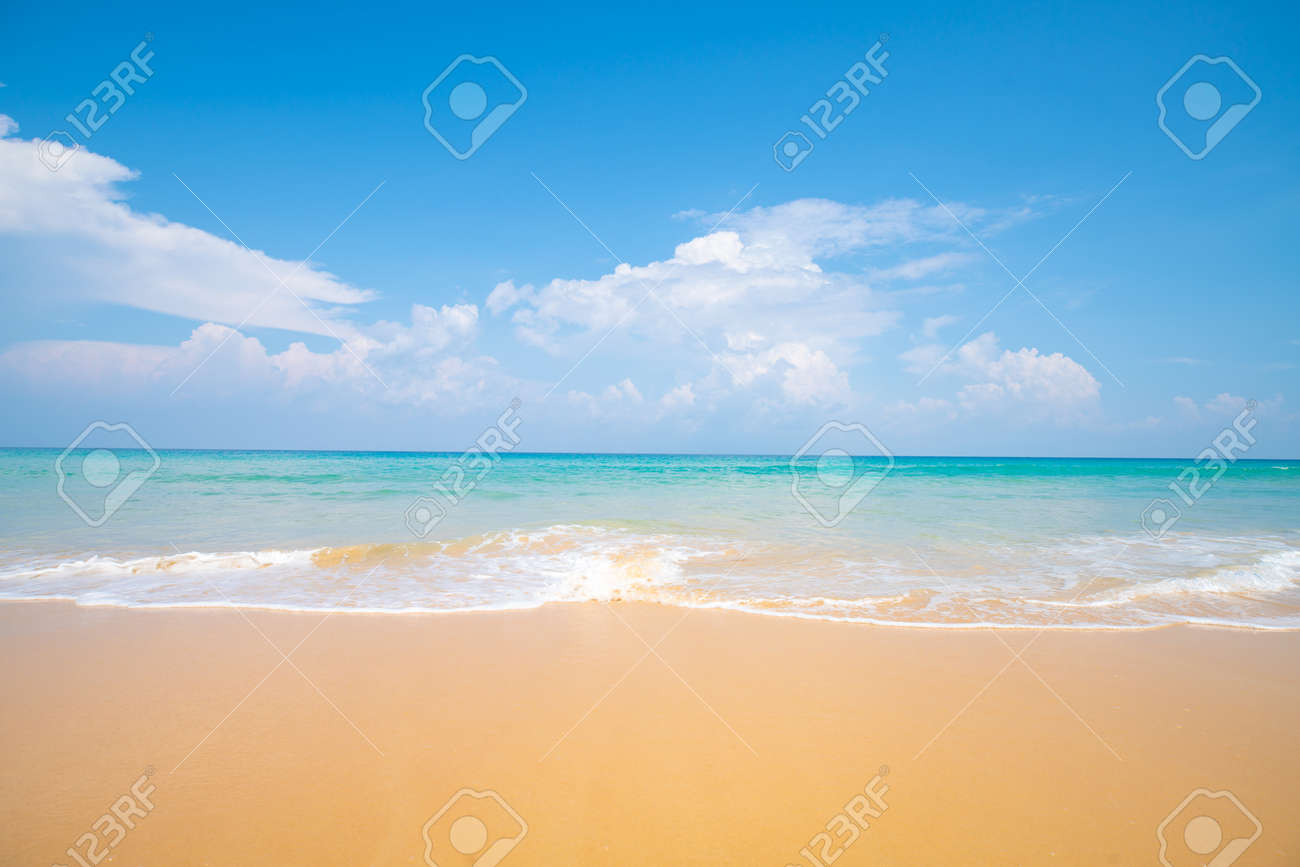 Sea wave beach sea shore on white sand beach sunny day - 142067933
