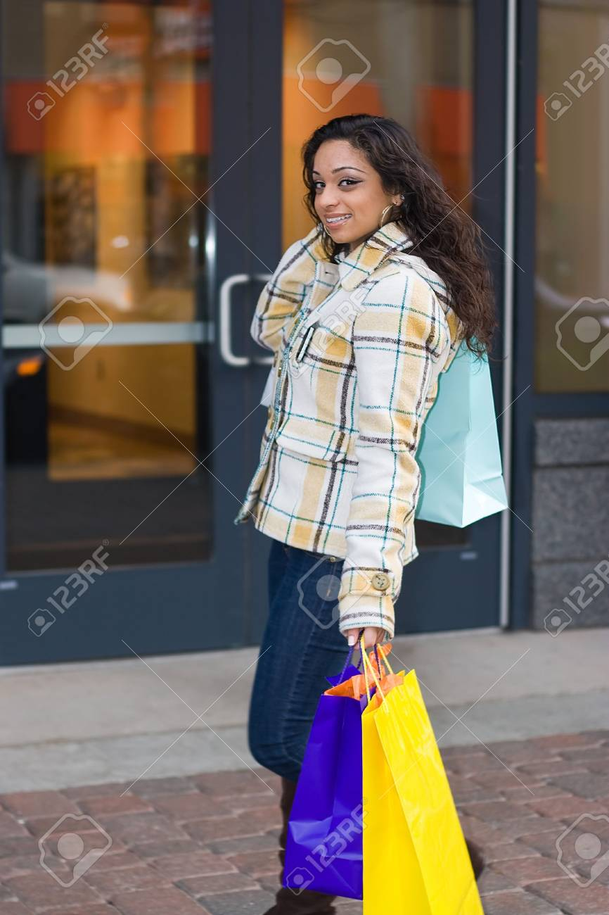 An attractive girl out shopping in the city. Stock Photo - 5127235