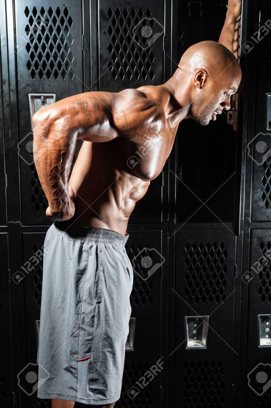 Portrait Einer Muskel-Fitness Mann Griff Nach Seinem Unteren Rücken ...