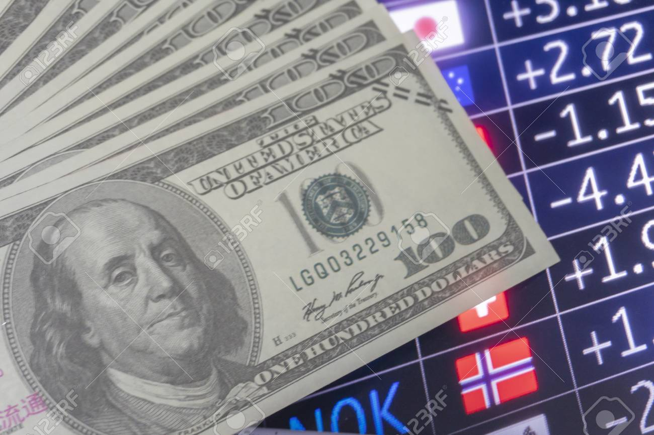 Currency, index investors in the stock market on the trading