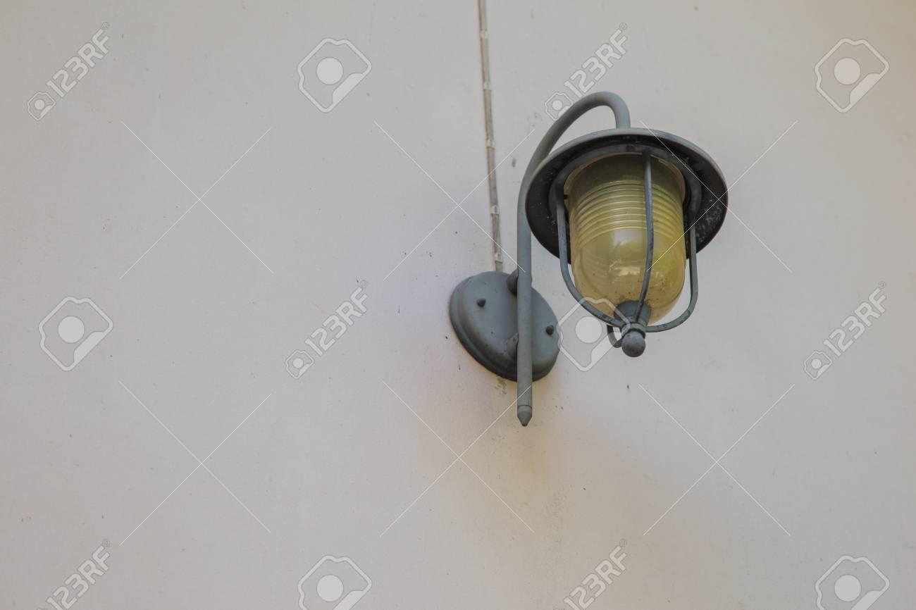 Lampada Vintage Da Parete : Immagini stock la lampada da parete vintage è molto popolare al