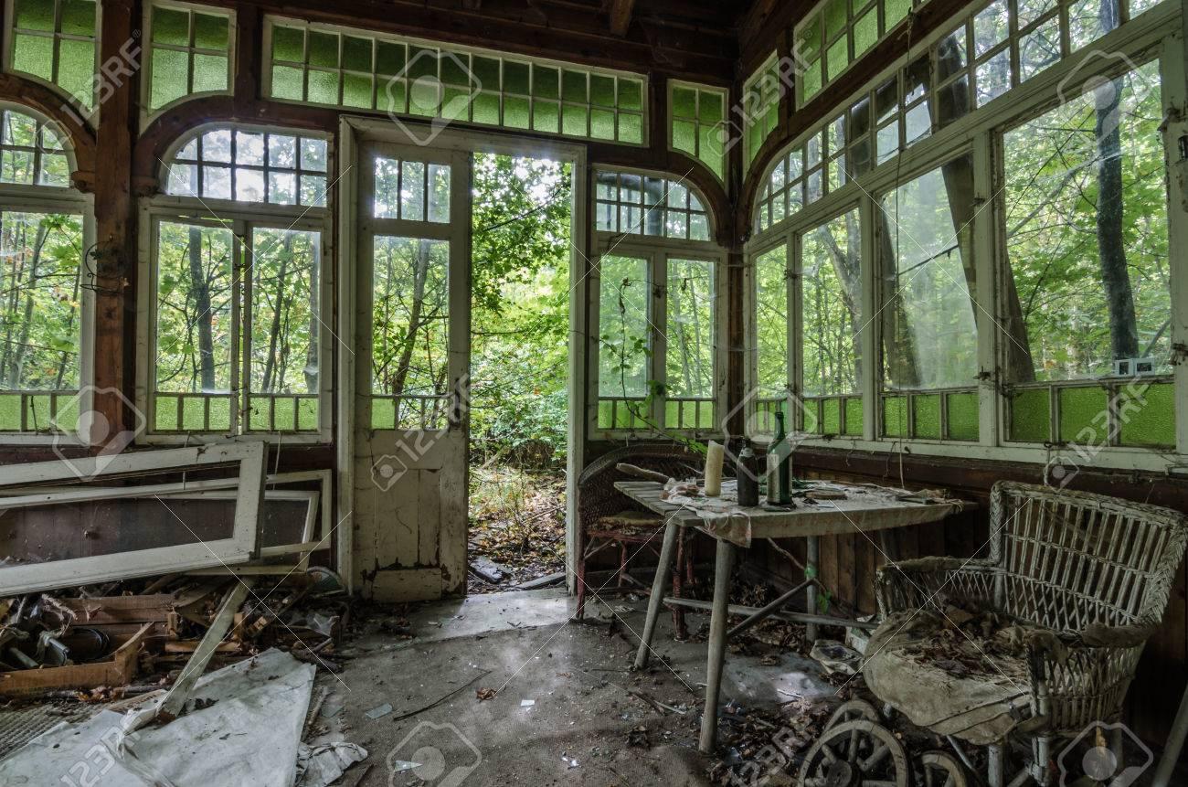 Abandonne Beau Vieux Jardin D Hiver Banque D Images Et Photos Libres