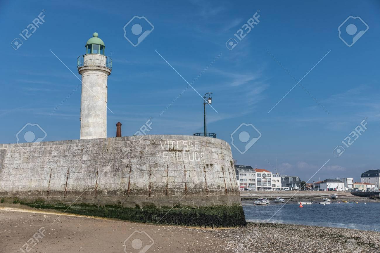 Clic Saint Gilles Croix De Vie tour phare joséphine sur la jetée à saint-gilles croix de vie (france)