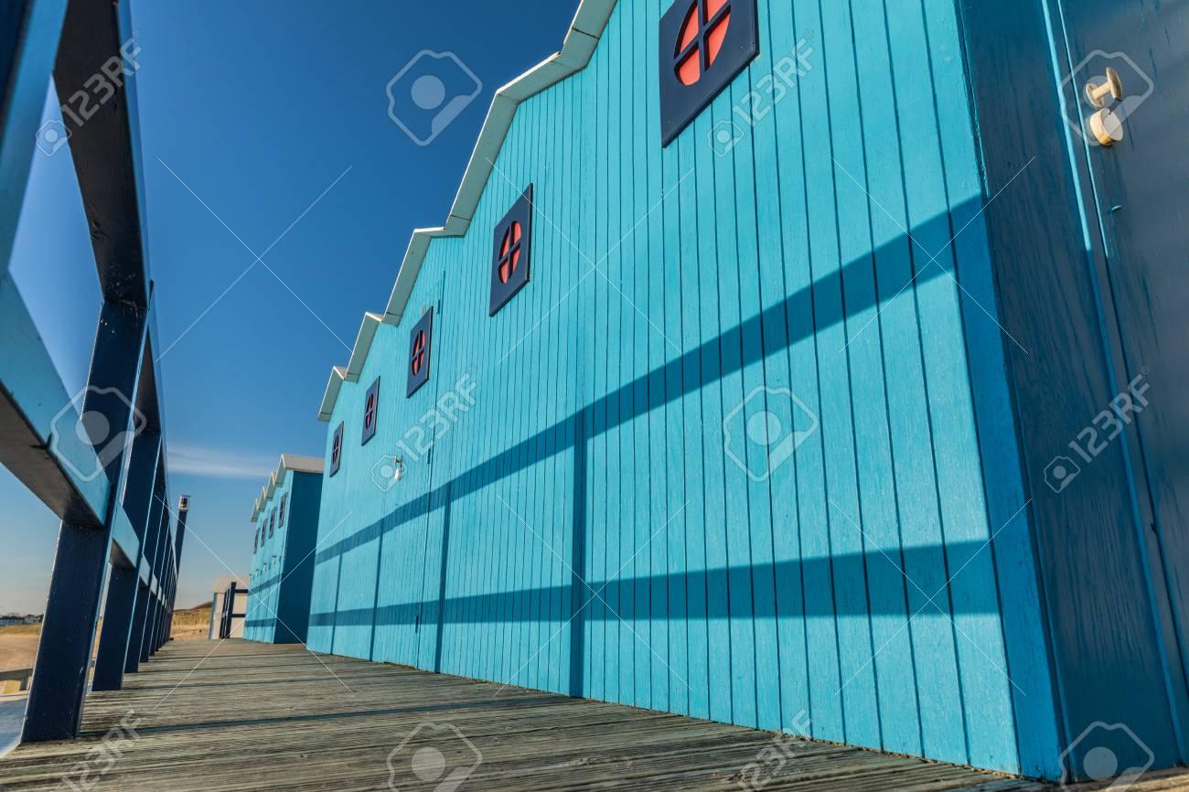 Clic Saint Gilles Croix De Vie cabanes bleues de la grande plage de saint-gilles croix de vie (vendée,  france)