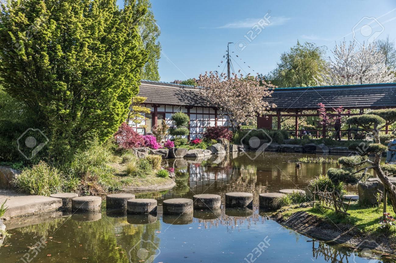 Jardin Japonais Sur L Ile De Versailles A Nantes France Banque D