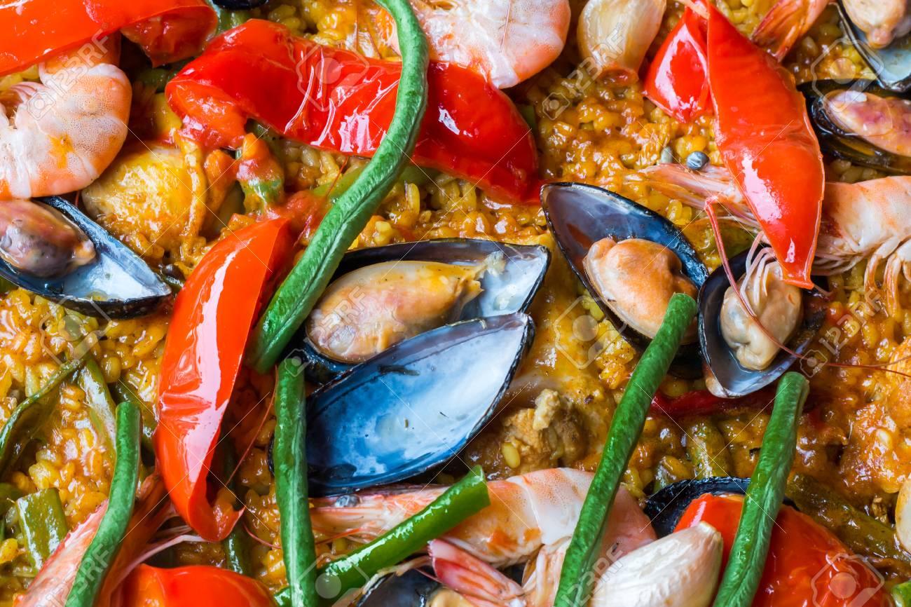Immagini Stock Paella Di Pesce In Vista Superiore Shotspain