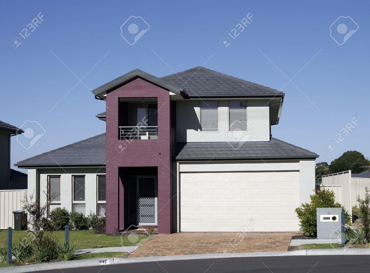 Moderne stadt haus in einem vorort sydney on a summer day australien lizenzfreie bilder